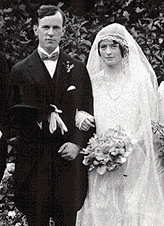 Maryon Moody and Lester Pearson on their wedding day, Aug. 22, 1925.  Gauvin, Gentzel Ltd./National Archives of Canada C-068799